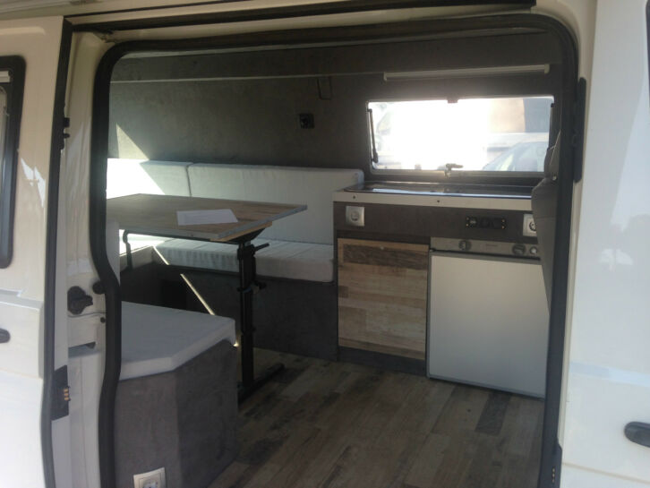 vw t5 california hochdach hallo zum verkauf steht ein vw t5 california. Black Bedroom Furniture Sets. Home Design Ideas
