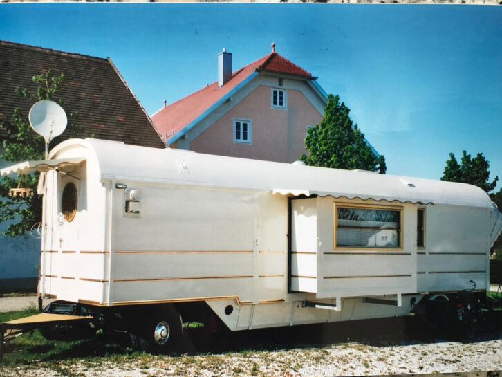 storck wohnwagen zu verkaufen steht ein. Black Bedroom Furniture Sets. Home Design Ideas